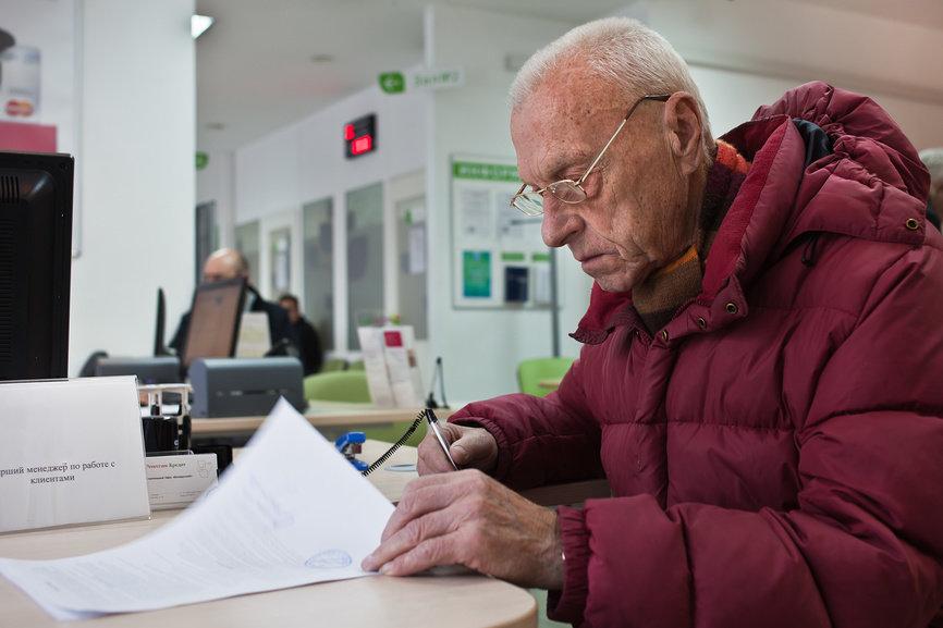 Пенсионеров обяжут нотариально удостоверять сделки по квартире