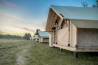Палатки с гостиничным сервисом: как развивается глэмпинг в России