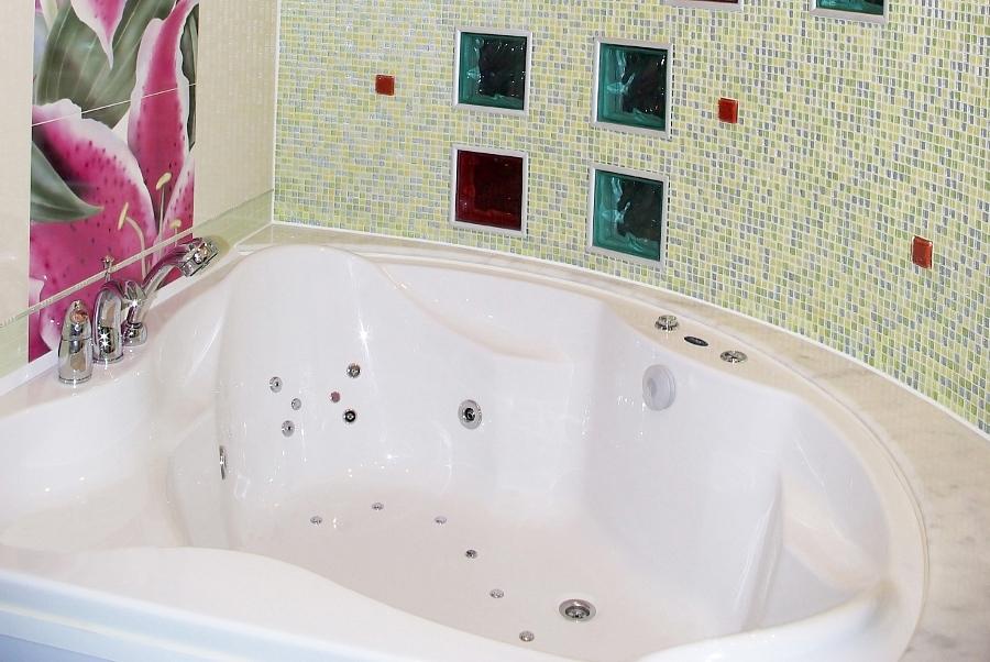Как загерметизировать шов вокруг ванной?